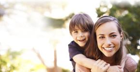 Conoce las ayudas para madres solteras(Istock)