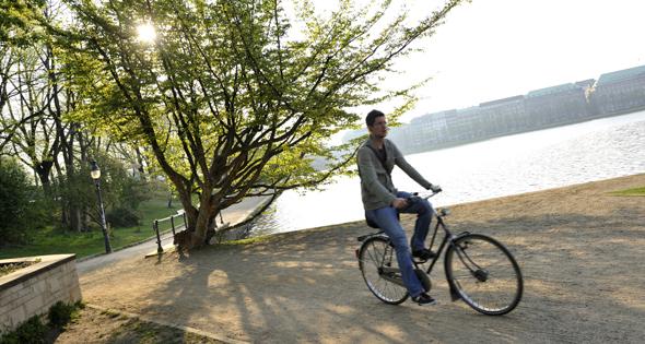 Una empresa remunera a los ciclistas para que instalen publicidad. René Mattes (Gtres).