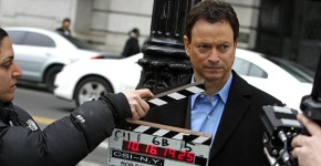 """Actor Gary Sinise shoots a scene during filming for an upcoming episode of CBS's """"CSI:NY"""" television crime series near City Hall Thursday, March 22, 2007 in New York. (AP Photo/Jason DeCrow)© RADIAL PRESS"""