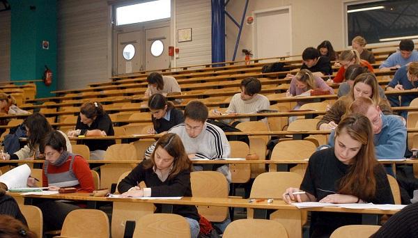 Estudiantes haciendo un examen de ingreso a la Universidad - Gtres