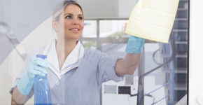 Las limpiadoras no podrán llevar ropa