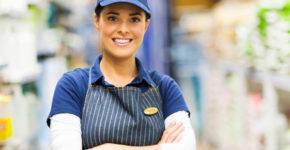 Imagen de una trabajadora de un comercio
