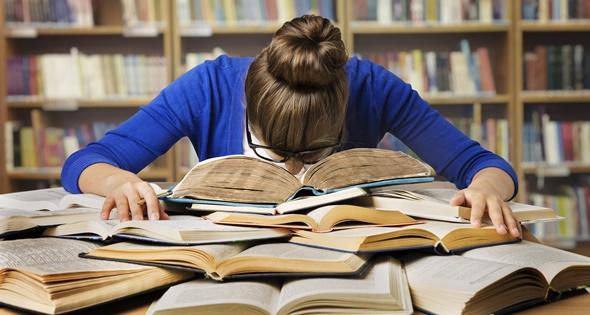 Estudiante preparando unas oposiciones, no hay que rendirse. Inarik (iStock)