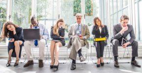 Candidatos antes de una entrevista de trabajo. Oneinchpunch (iStock)