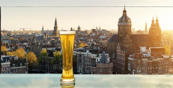 viajar bebiendo cerveza gratis