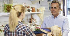 Descubre donde vender tu ropa de segunda mano(Istock)