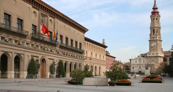 Ayuntamiento de Zaragoza. SelenaRus (iStock)