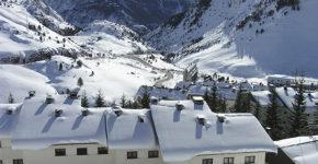 Se busca personal para trabajar en la próxima temporada de esquí (iStock)