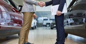 los concesionarios ofrecen nuevos puestos de trabajo(Istock)