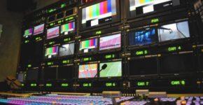Cabina de realización en televisión (iStock)