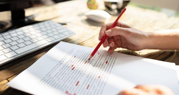 Antes de dar por finalizado el curriculum, revisa la ortografía (istock)