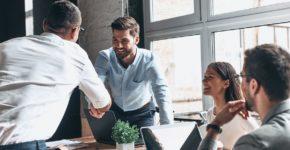 personas trabajando con ProspectIn y LinkedIn